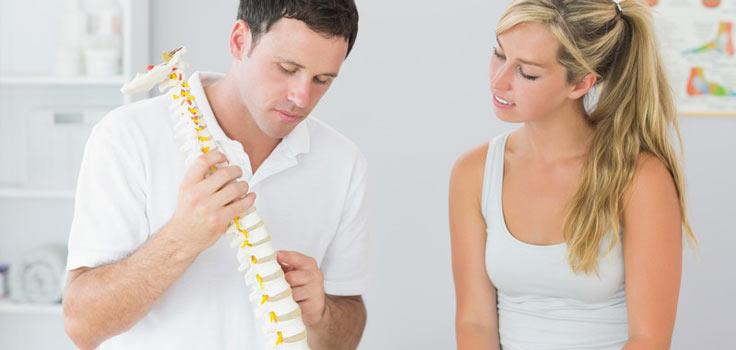 chiropractice-doctor-patient-spine