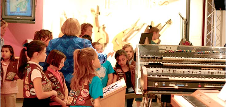 girlscouts-museum-tour