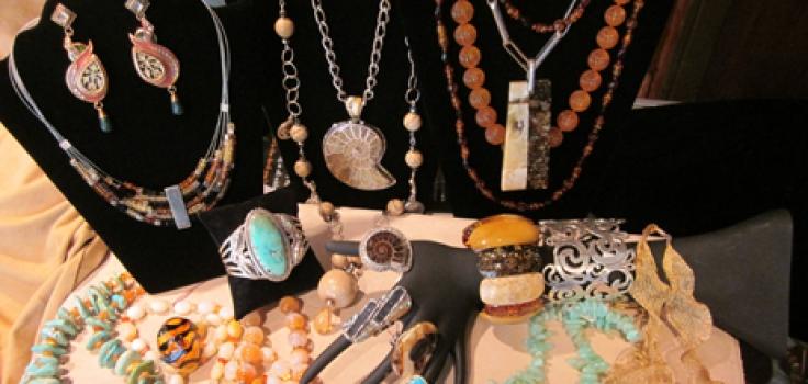 Dinosaur Gallery Jewelry inset