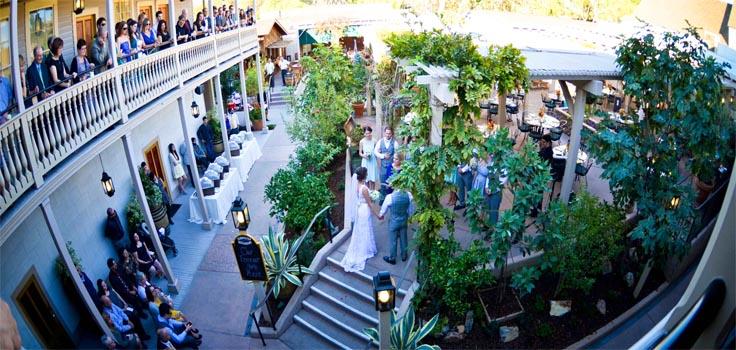 cosmopitan-wedding-courtyard